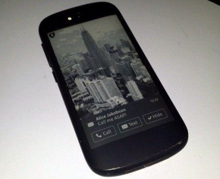 YotaPhone2-eink