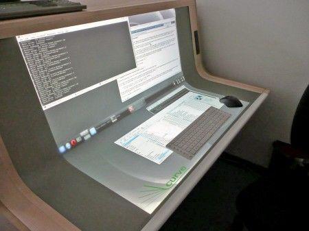 Concept de bureau incurvé tactile