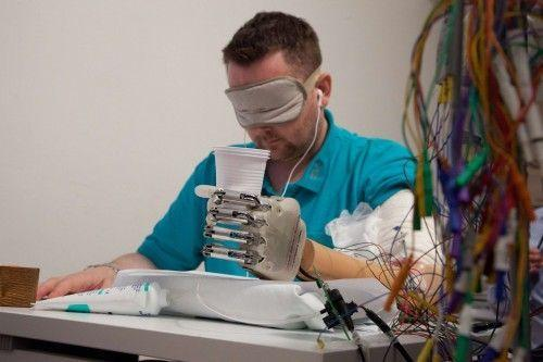 prothese-main-sensorielle