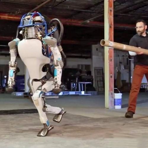 robot-atlas-en-equilibre