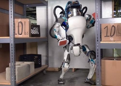 robot-atlas-travaille
