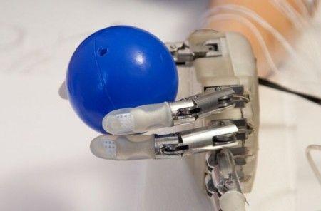 sens-du-toucher-prothese